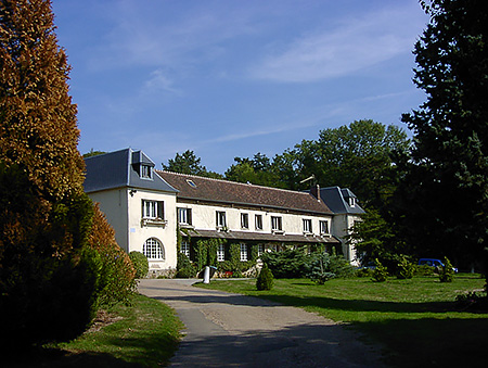 camp-ecole-des-roches-france-verneuil-sur-avre-accommodation-4.jpg
