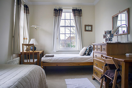 frances-king-england-london-premium-homestay-3.jpg